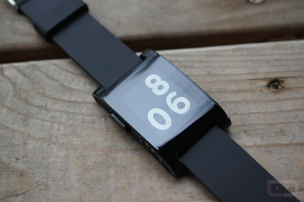 Pebble E-paper Smartwatch First Look and Hands-on