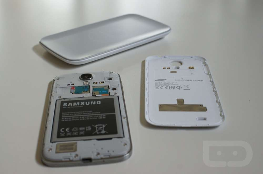 huge discount 05977 ea603 Video: Quick Look at the Samsung Galaxy S4 Wireless Charging Kit ...