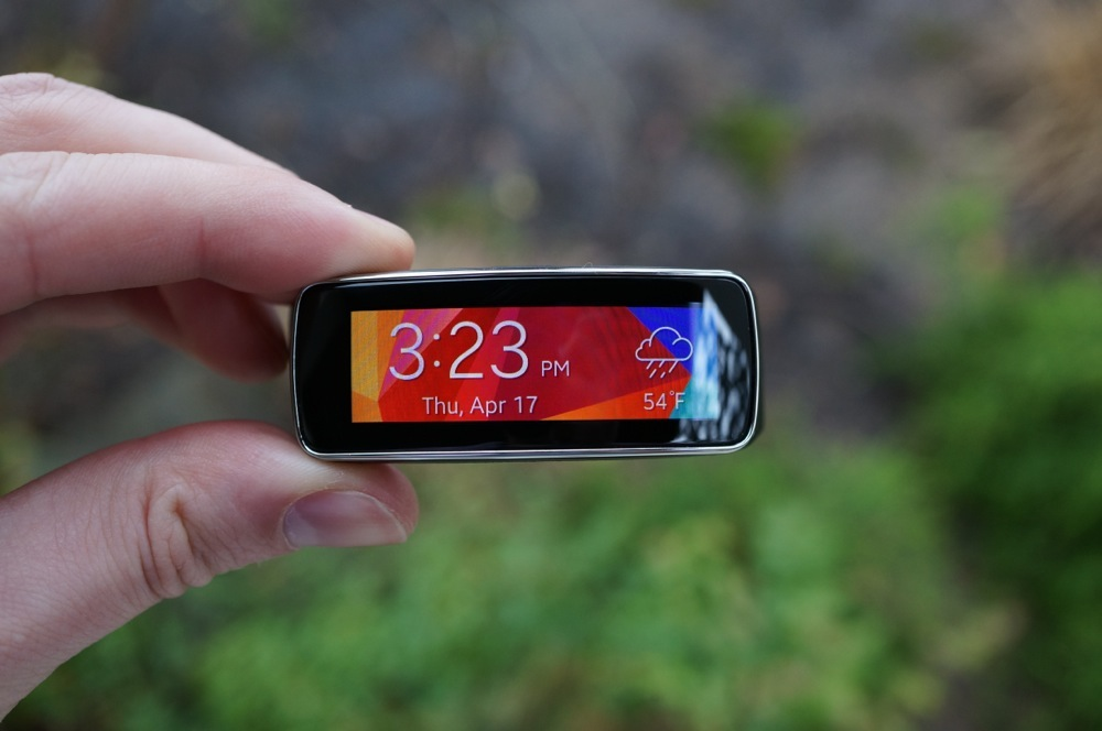 Samsung Gear Fit Is Beautiful Inside And Out Review: Samsung Gear Fit Review: Terrible Fitness Tracker And