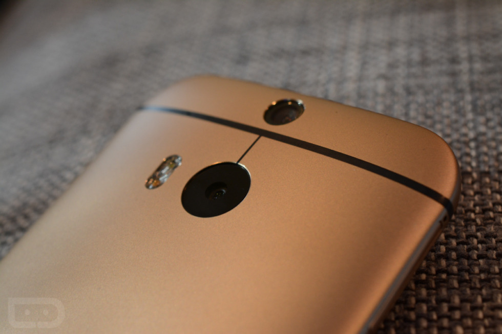 Years After 3D Phones and the HTC One M8 Failed, Samsung and