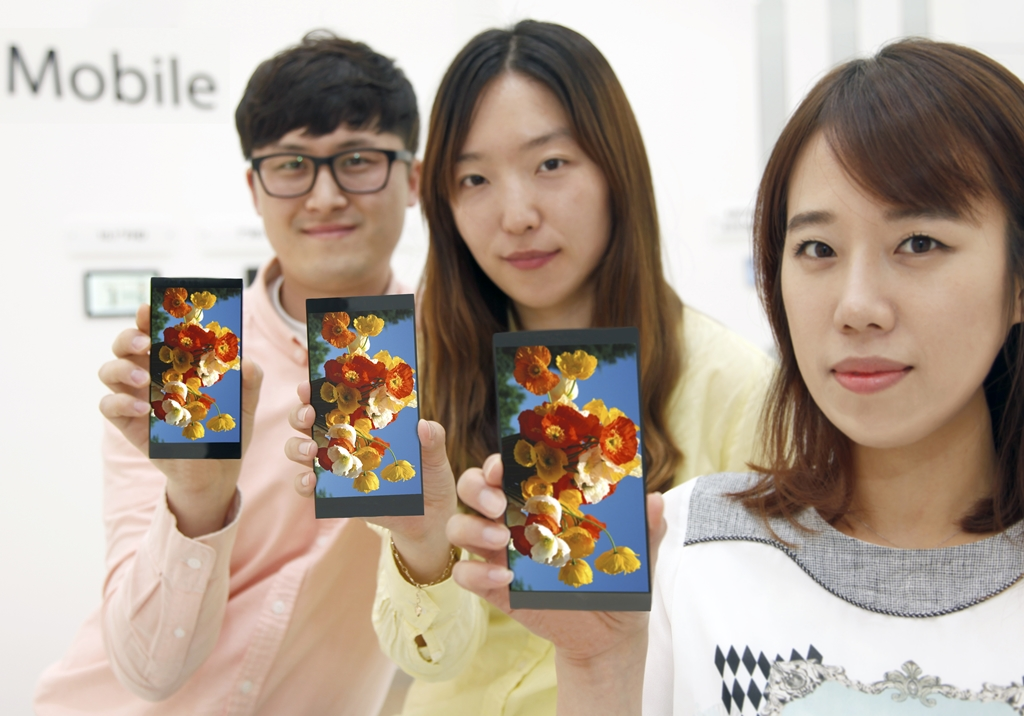 (Photo 2) LG Display's 5.5-inch QHD LCD Panel for Smartphones to achieve Quantum Jump