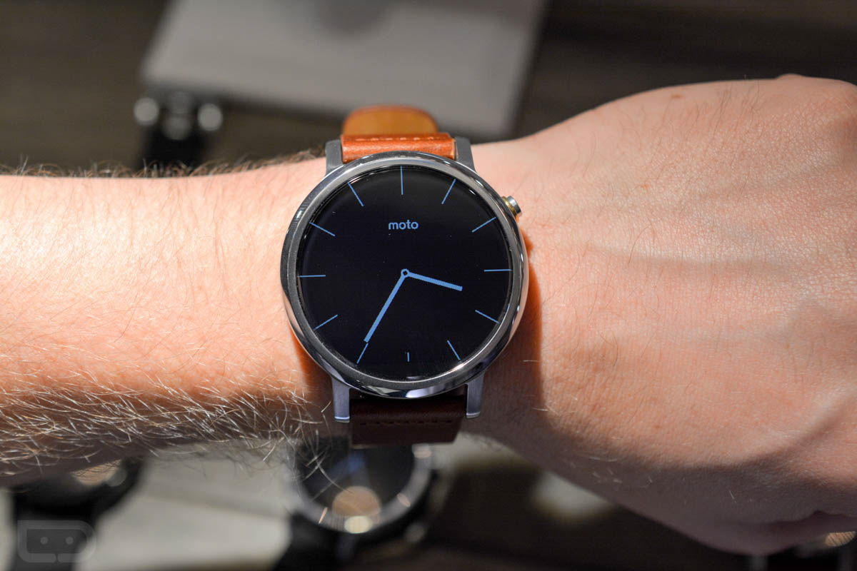 moto 360 1st gen. moto 360 2nd gen: new design and more varied size 1st gen 4