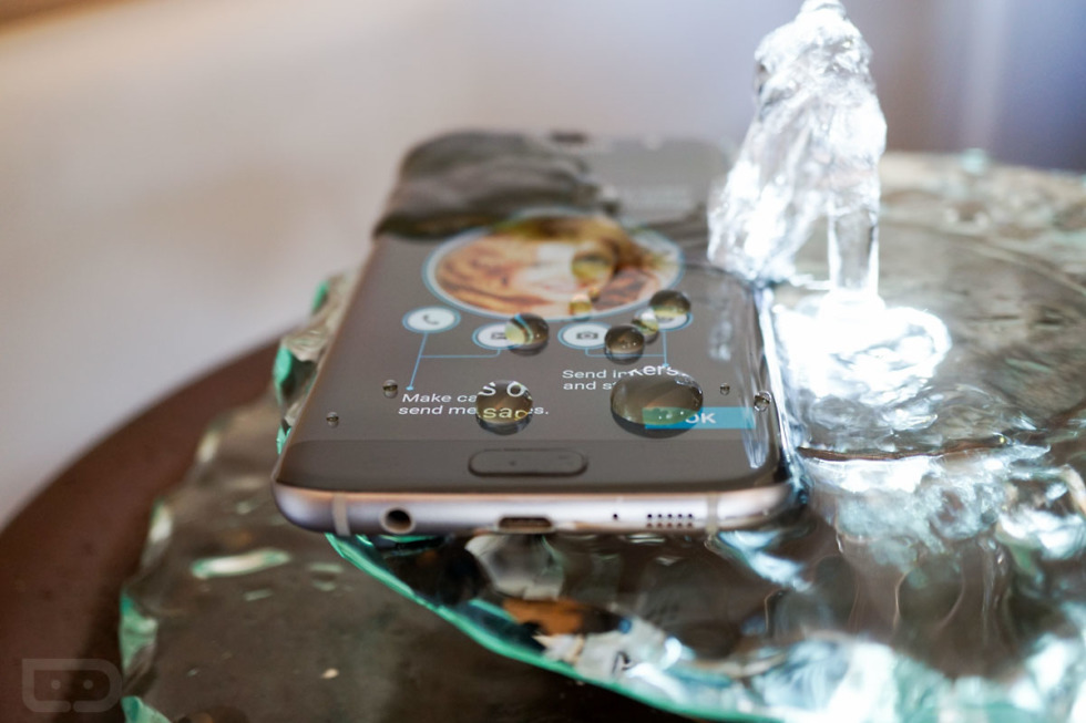 uk availability 42788 456ce Hey Look, the Galaxy S7 Edge Sitting in a Watery Fountain – Droid Life