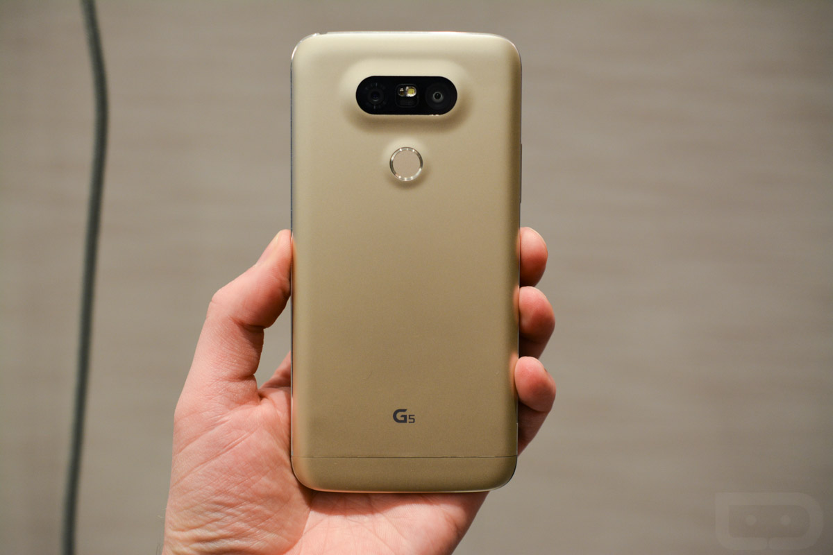 lg g5 in hand