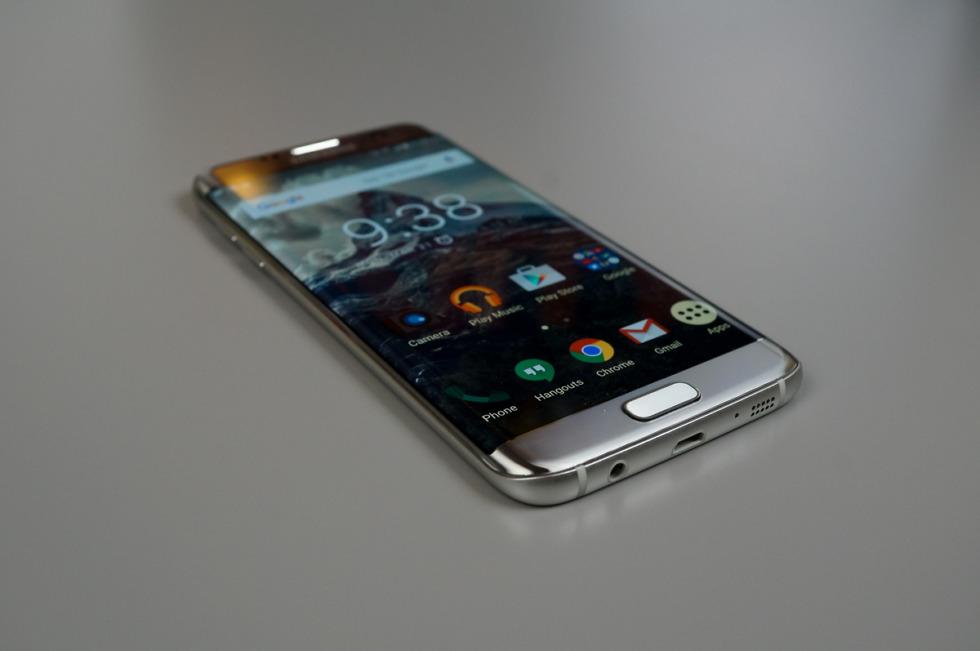 Unlocked Galaxy S7 Edge Nougat Update Available Via Smart