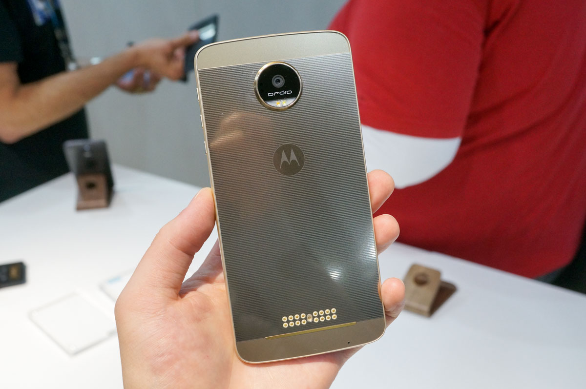 video moto z force droid edition hands on droid life. Black Bedroom Furniture Sets. Home Design Ideas