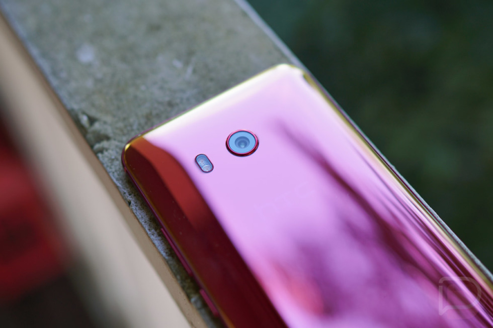 htc u11 solar red pictures