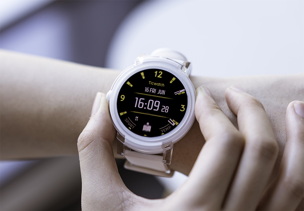 ticwatch s amp e hit kickstarter run android wear for