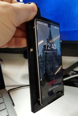 essential phone charging dock2