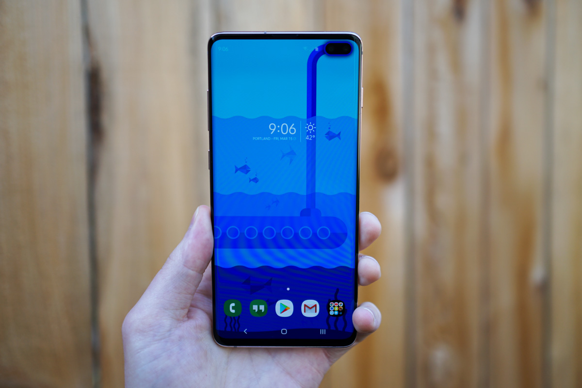 You Need These Wallpapers That Embrace Your Galaxy S10 Display