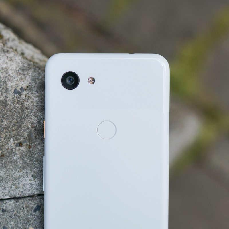 I Keep Grabbing the Pixel 3a Because It's Plastic