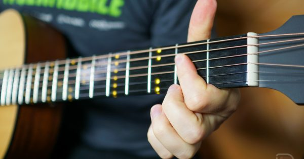 Stuck at Home Review: Poputar, a 'Smart Guitar' That's Great for Beginners